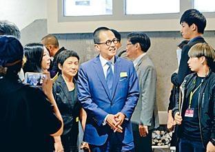 《信報》李澤楷亦出席昨日開幕禮。