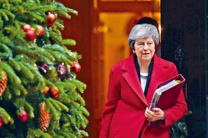 英國首相文翠珊周三離開首相府前往國會。