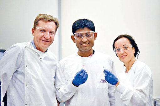 澳洲教授特勞與研究團隊成員,研發出十分鐘驗癌新技術。