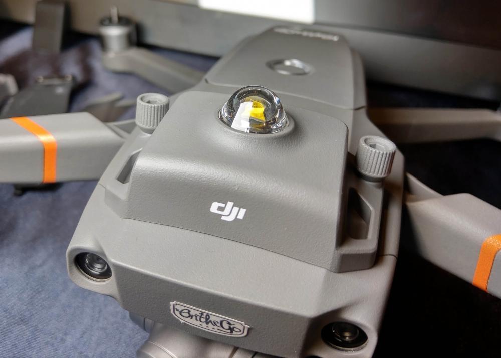 閃光燈令機體更易在空域中被識別。