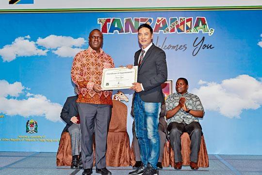 華哥希望以藝術角度把香港及坦桑尼亞精采一面呈現出來。