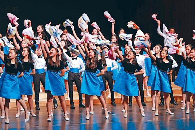 聖保羅男女中學出賽的童聲合唱團,年屆十三至十五歲。