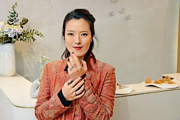 ●藝術首飾品牌HETING創辦人王鶴庭(Carina Wong),將大自然元素融入珠寶設計中。