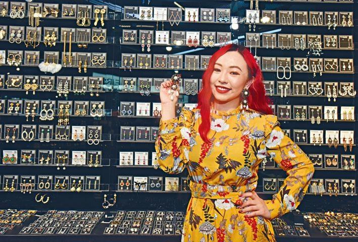 九十後Natasha Lam於去年成立首飾品牌,其後開設實體店,由KOL變成老闆。
