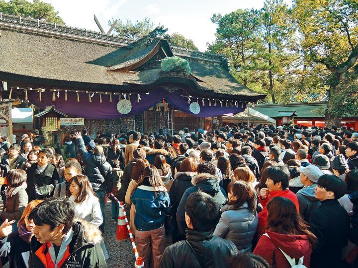 日本人新年伊始都愛到神社或寺廟祈福,住吉大社正是熱門地點。