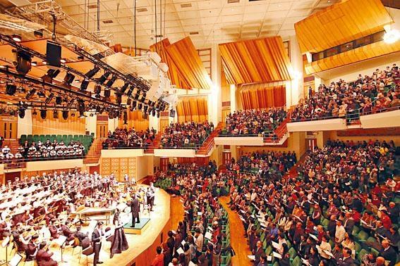 香港聖樂團《彌賽亞》聖誕音樂會全場高歌大合唱《哈利路亞》。