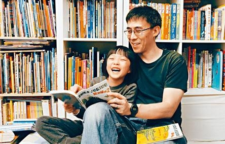 《笑到碌地》系列作者Simon Lau創作每個故事後,都會讓女兒試讀,確保故事夠有趣。