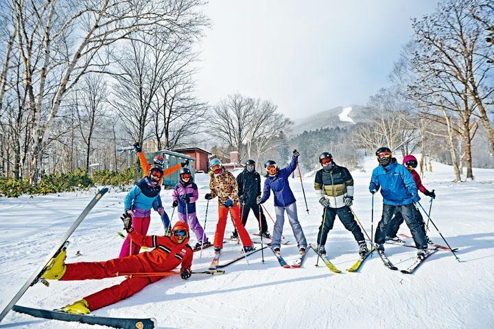 初學者可按程度參加團體滑雪課。