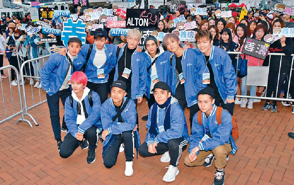 ■MIRROR在現場大受歡迎,當中以姜濤(後排右二)最多粉絲。