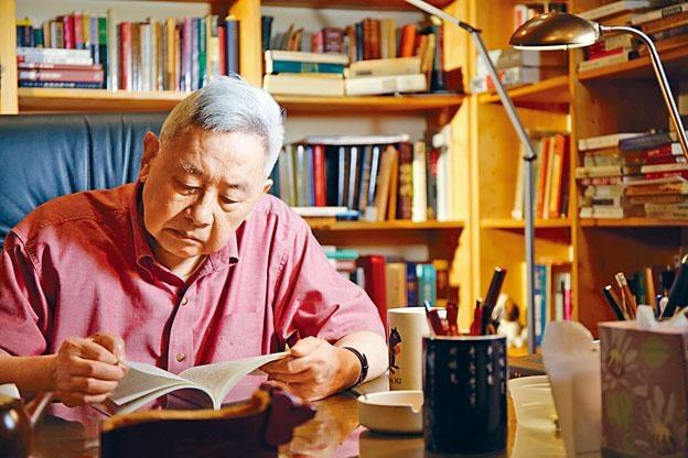 在去年歲末出版的《余英時回憶錄》是知識界追捧的大書。