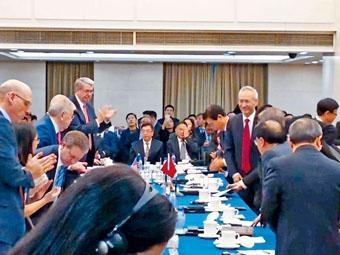 本月七日,國務院副總理劉鶴現身談判會場,歡迎美方代表。
