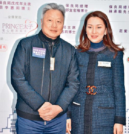■鄧鉅明和太太鄧宣宏雁恩愛撐保良局活動。