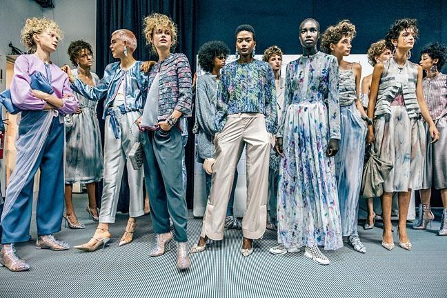 Giorgio Armani 2019春夏女裝系列以The Shape of Colour為創作主題。