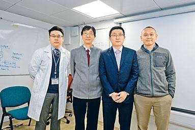 ■袁國勇(左二)及其研究團隊。右二為袁碩峰。