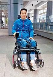 ■黎志偉昨坐電動輪椅出庭應訊。