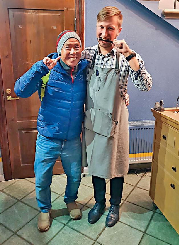 ■顏福偉在Riga幫襯餐廳Tam labam būs augt,並與侍應開心合照。