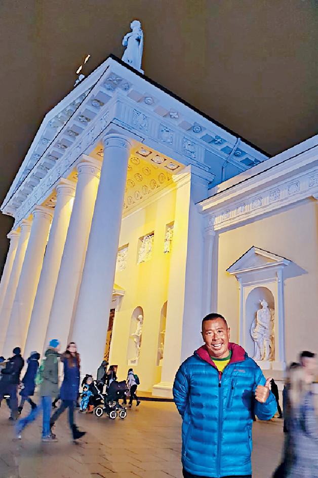■顏福偉參觀Vilnius Cathedral,可惜到達時已關門故不能入內。