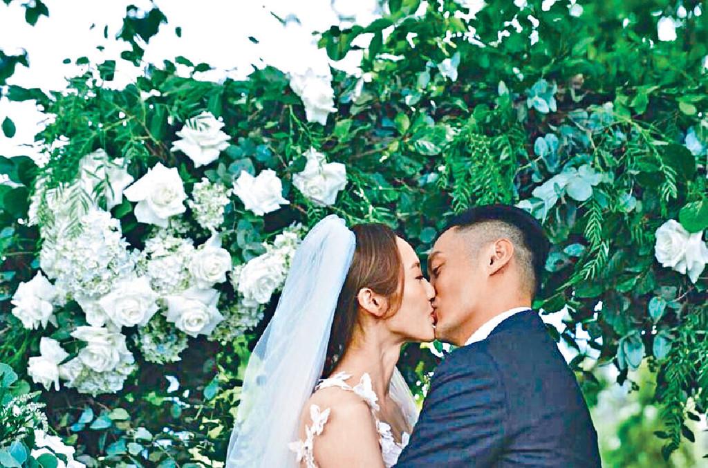 ■去年12月5日,樂仔po錫老婆嘅甜蜜婚照,慶祝結婚一周年。