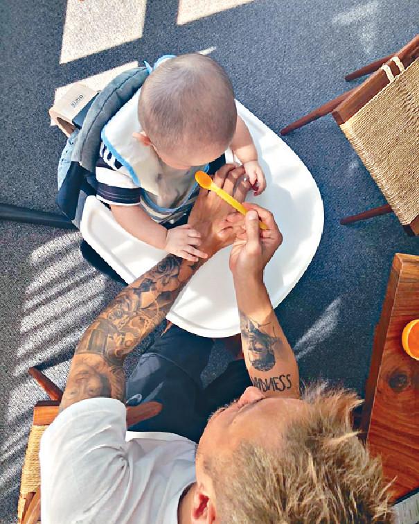 ■現時8個月大嘅Cody,開始食糊仔。