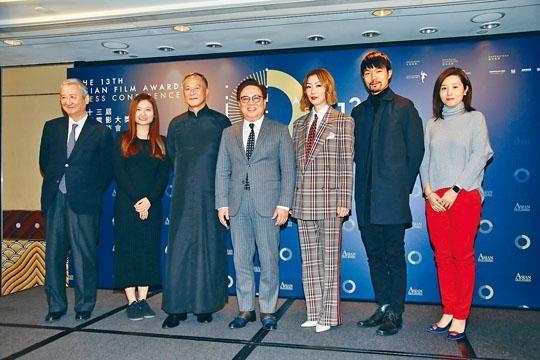 ■鄭秀文(右三)、杜琪峰(左三)、新晉導演陳小娟(左二)、李駿碩(右二)等齊出席「第十三屆亞洲電影大獎」記者會。