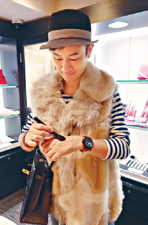 ■Gary買了竹寶堂和晃佑堂的化妝掃各一套,盛惠港幣5千蚊。