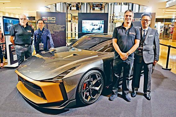 ●廠方代表及香港代理合誠汽車高層一同出席車展開幕禮。