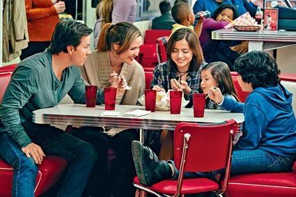 《失驚無神一家人》是真人真事改編,以領養家庭為背景。