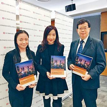 林詩慧 認為,科技創新革新了中國的商業領域,企業應積極利用數據分析,確保數據的可靠性和可用性。右為中心董事總經理張家敏。