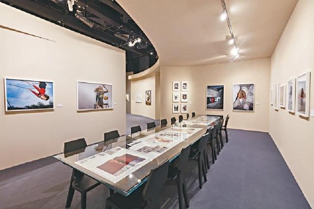 ■展覽展出逾百幅經典時尚相片。