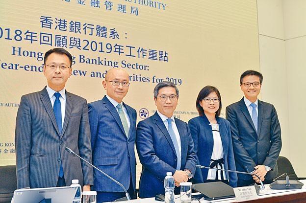 阮國恒表示,短期暫無計畫採取進一步行動規管銀行現金回贈招徠手法。