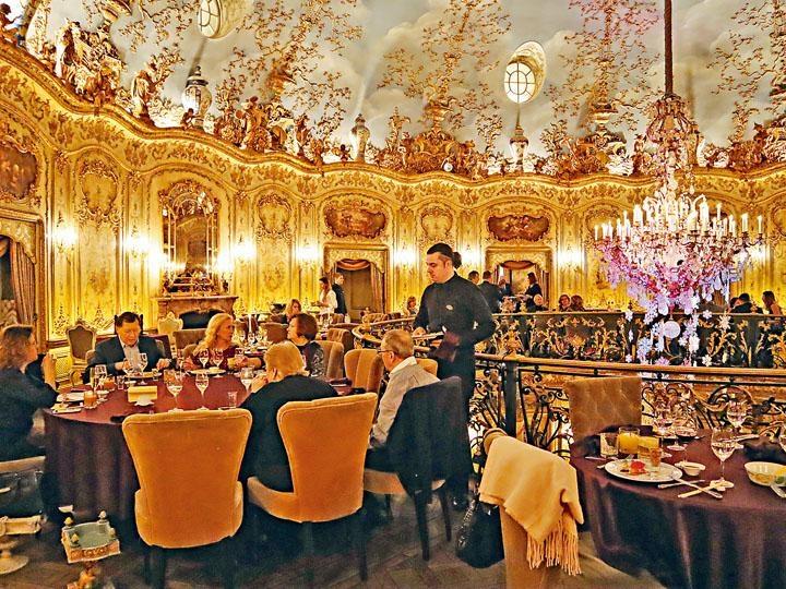 ●主餐室裝潢華麗,猶如歐洲中世紀的宮殿。