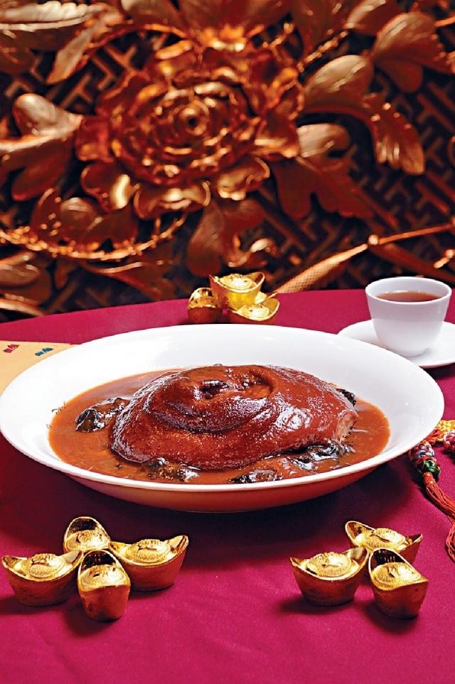 壹團添和氣(生財圓蹄膀) $728(需預訂) ■圓蹄是年菜的常客,以南乳扣至入味,軟腍好吃。