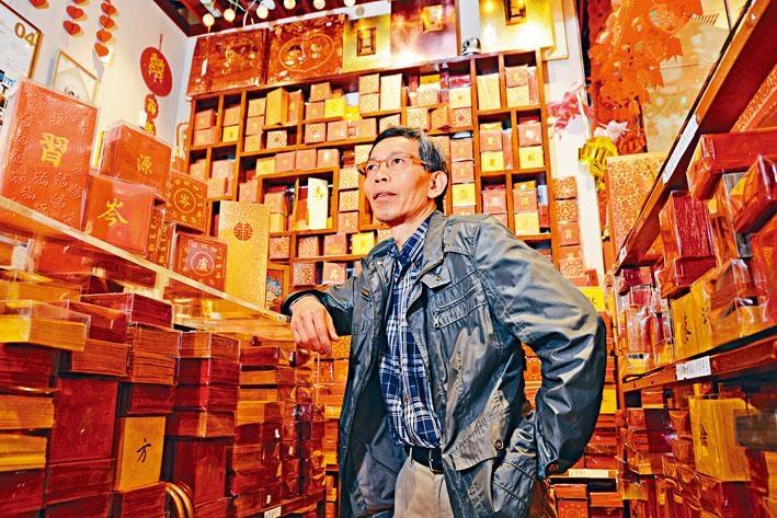 新啟達創辦人王新苗,見證小店二十九年來生意興衰。