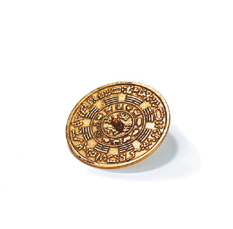 西南位 五黃位代表血光之災、嘈吵、人緣,甚至是大災難,以前的人會放八卦鏡,現今可考慮有十二生肖和八卦卦象的青銅鏡,放安忍水或青銅器都可以。 十二生肖化煞青銅鏡