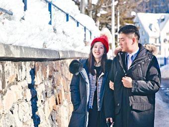■章澤天(左)日前在公開和劉強東於聖誕節出遊的照片,顯示兩人關係沒有受到性侵案影響。