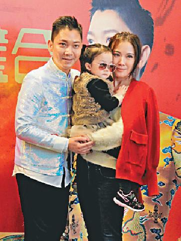 ■日前,李丞責舉行新書《豬聯璧合》簽名會,愛妻劉倩婷帶同女兒李阡辰到來撐場。