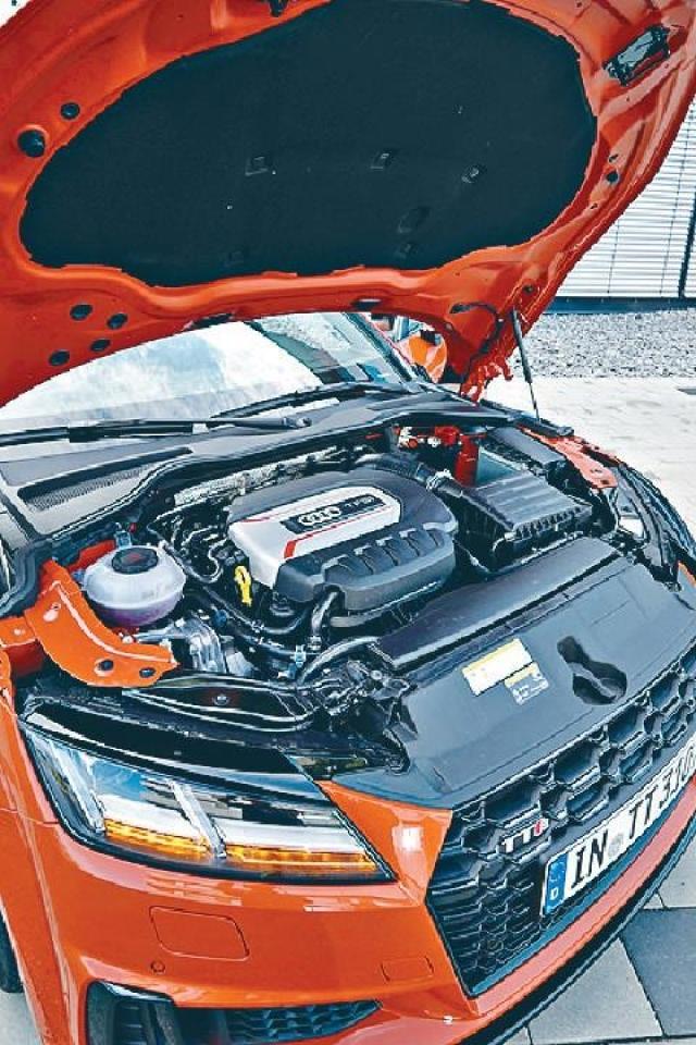 ■2.0 Turbo引擎加裝廢氣微粒過濾器,馬力減少了4ps至306ps。