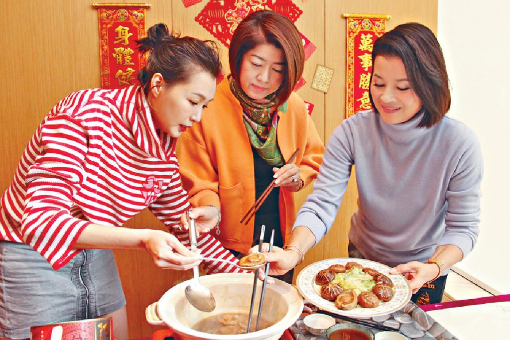 ■Lisa話即食煲鮑魚唔使煮太耐,翻熱即可食。