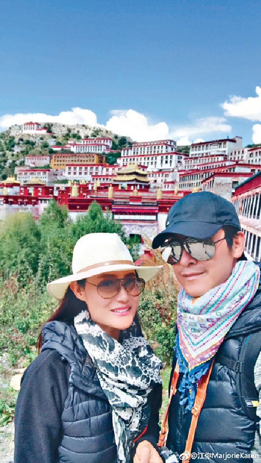 享受人生 馬德鐘和太太張筱蘭結婚25年,兩人經常手拖手拍拖外遊,勁sweet。