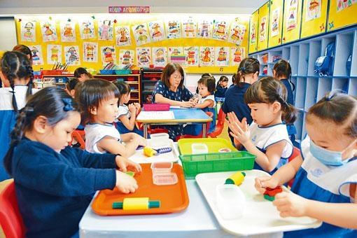 ■教育局昨日宣布,幼稚園及幼兒中心農曆年假期完結後恢復上課。