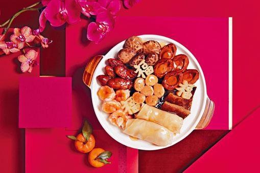 ●賀年盆菜用料上乘,亮點是雕成福字的蘿蔔,入味又有意頭。($728/位)