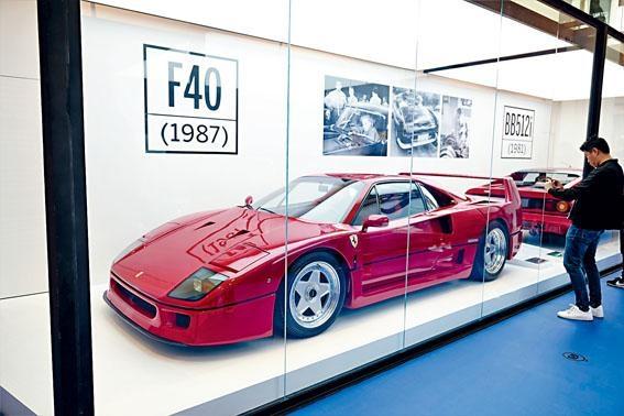 ●今次展覽主角車之一的F40,據知由香港車主借出。此車在1987年至1992年產量約1,311輛,現時市值約900萬港元!
