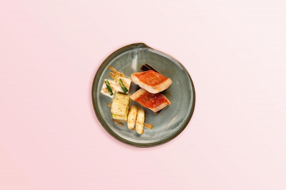 蒸物 酒蒸喜知次魚、白菜、茼蒿、 京蔥、豆腐