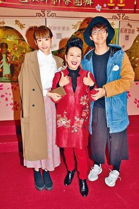 坤哥享齊人之福,與兩位緋聞女友Aka和家燕姐合照。