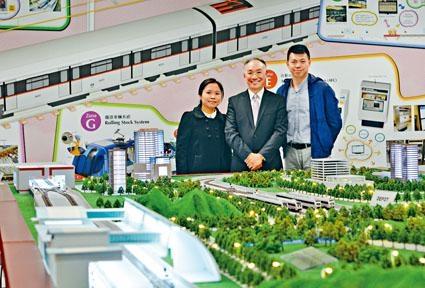 ■港鐵學院逾六十名首屆學員上月畢業,其中包括陳海儀(左)及廖松年(右)。