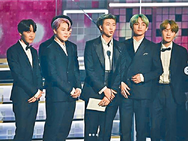 ■韓國大熱組合BTS應邀上台頒獎。  網上圖片