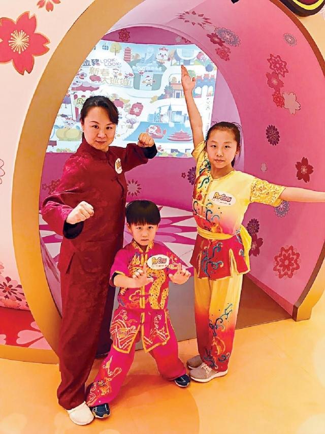 ■(左起)武術之家成員羅雅菁、賀子騰和賀曦彤。