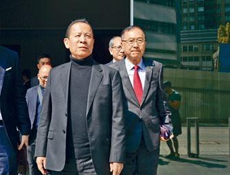 ■「日本彈珠機大王」岡田和生及他的律師團隊。