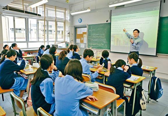 教育局決定啟動研究,配合教學語言「微調」第三周期,料英文班開設門檻將會放寬。