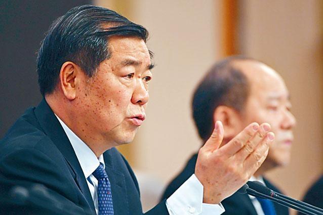 國家發改委主任何立峰與副主任寧吉喆召開記者會。